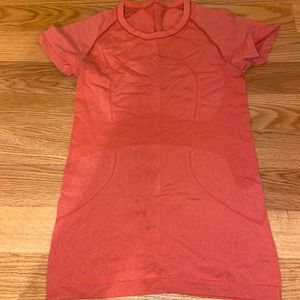 Swiftly Tech Short Sleeve in Red